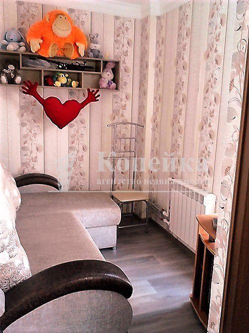 продается 2 комнатная квартира удобной планировки. есть дополнительная мини комн ...